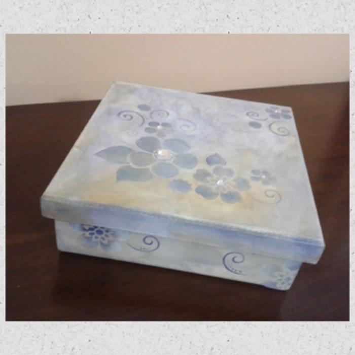Caixa com efeito marmorizado e estêncil