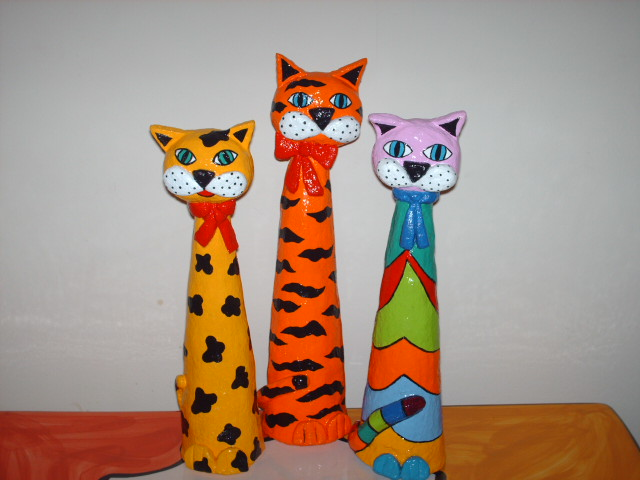 Gatos de papel maché