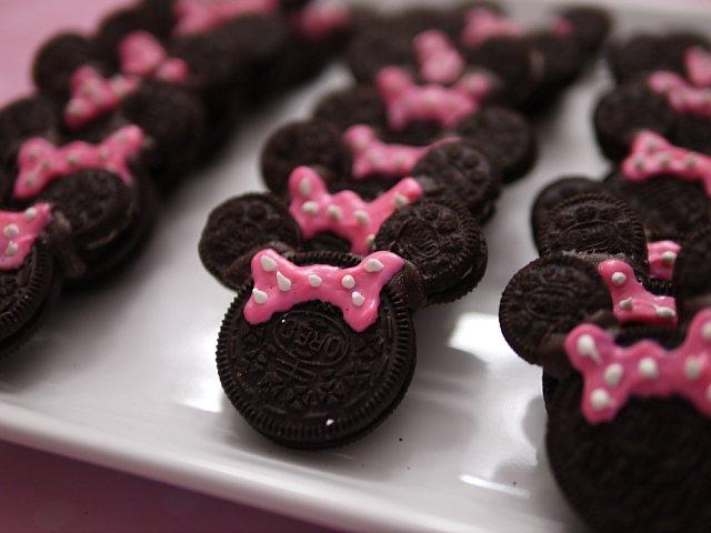 Minnie feita com biscoito Oreo