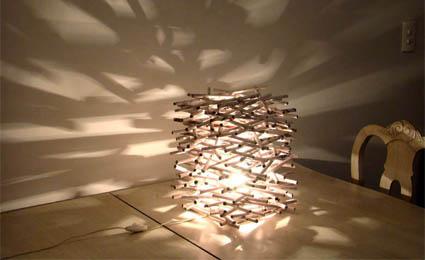 Luminária feita de revistas