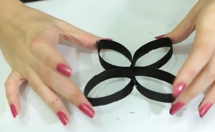 quadro com rolo de papel imagem do passo 3