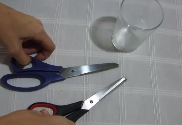 Como amolar tesouras em casa
