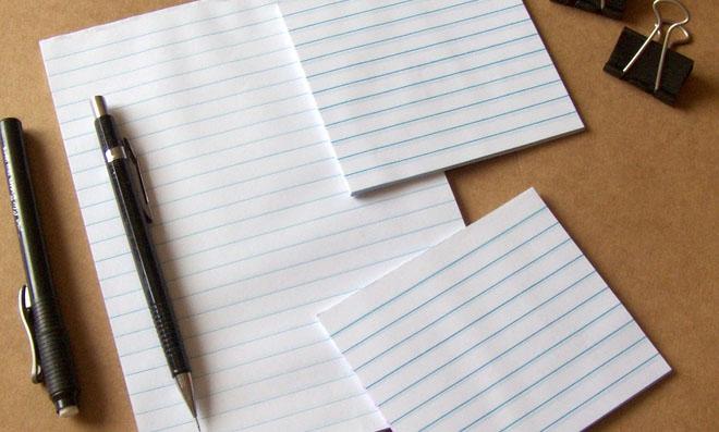 Bloquinhos destacáveis feitos com folhas de caderno usado