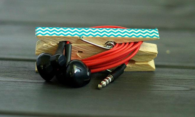 Porta fone de ouvido feito de pregador