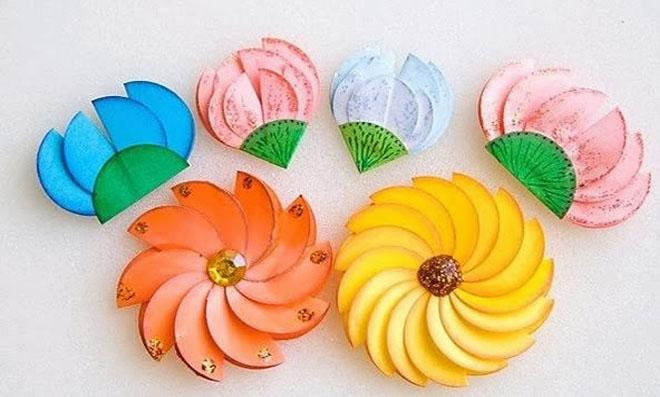 Flores coloridas de papel para decoração