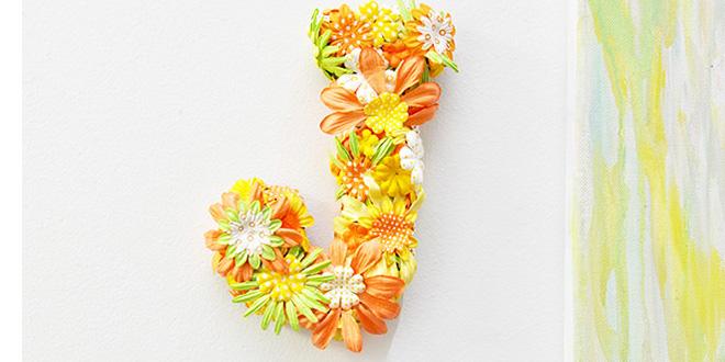 Letras decoradas artesanalmente com flores
