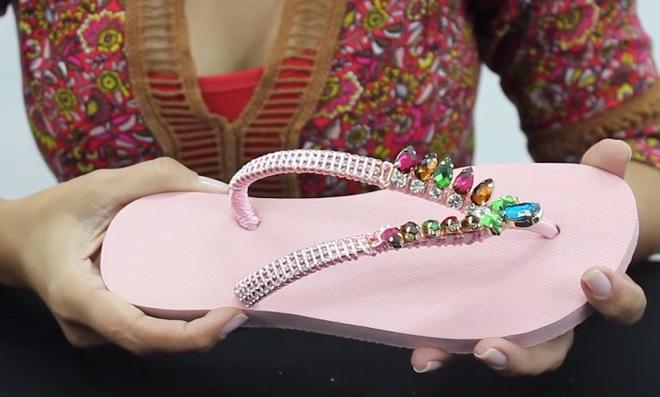 Aprenda a customizar chinelos e ganhe dinheiro com artesanato - Destaque