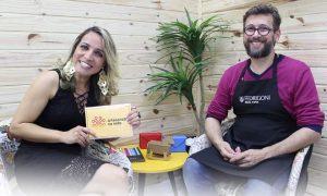 Andreia Bassan entrevista o artesão Luiz Masse