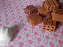 Biscuit: Aprenda como fazer tijolinhos em miniaturas