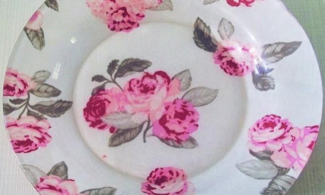 Rápido e prático: Decoupage no prato com tecido
