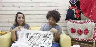 Aprenda como fazer um lindo tapete branco de crochê