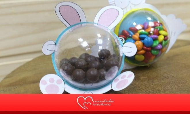 Coelhinho com bola acrílica recheada de chocolate