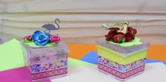Caixinha de acrílico decorada com pássaro florido e fitas - Destaque