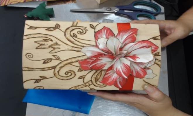 Feito Ao vivo: Decoração natalina com pirografia