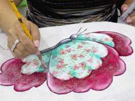 Pano de copa com patch apliquê e pintura de borboleta - Destaque