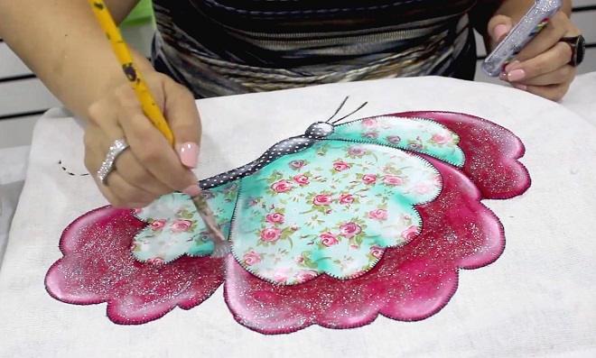 Pano de copa com patch apliquê e pintura de borboleta