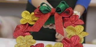 Aprenda como fazer uma guirlanda natalina com flores - Destaque