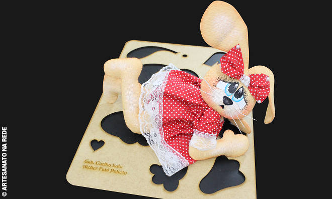 Boneca decorativa em EVA - Coelha Lulu - Detalhe