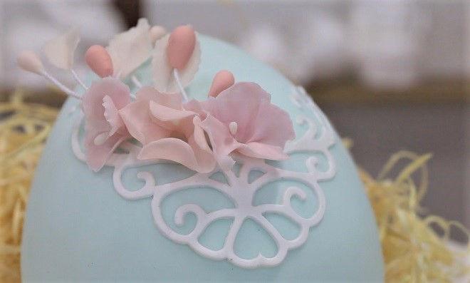 Ovo de isopor decorado com arranjo floral - Tema Páscoa - Imagem detalhe 2