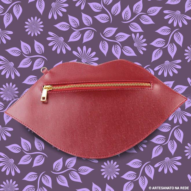 Bolsa clutch em couro sintético - Beijo vermelho - Ilustração