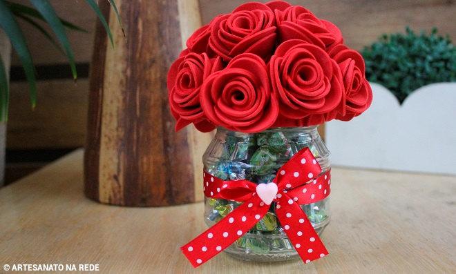 Pote de plástico decorado com EVA - Flor mamãe - Ilustração