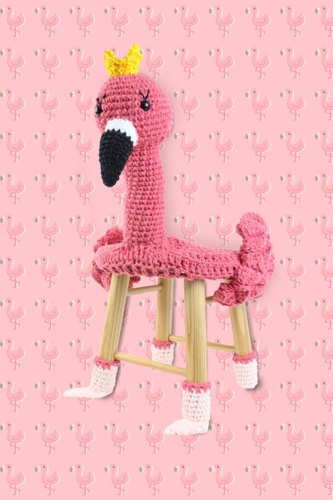Capa de banquinho em crochê - Amigurumi em forma de flamingo - Detalhe
