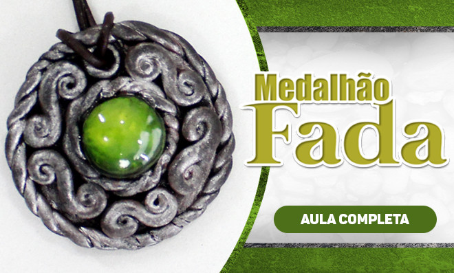 Medalhão de fada com biscuit e pintura - Bijuteria artesanal