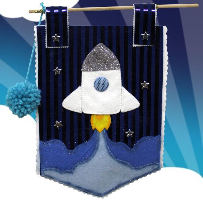 Flâmula decorativa em feltro com tema de foguete - Detalhe